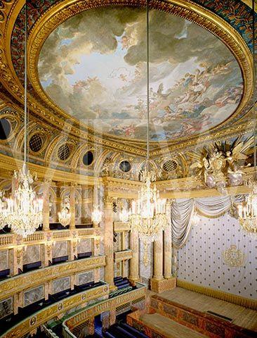 Night in Casino Versailles -288924
